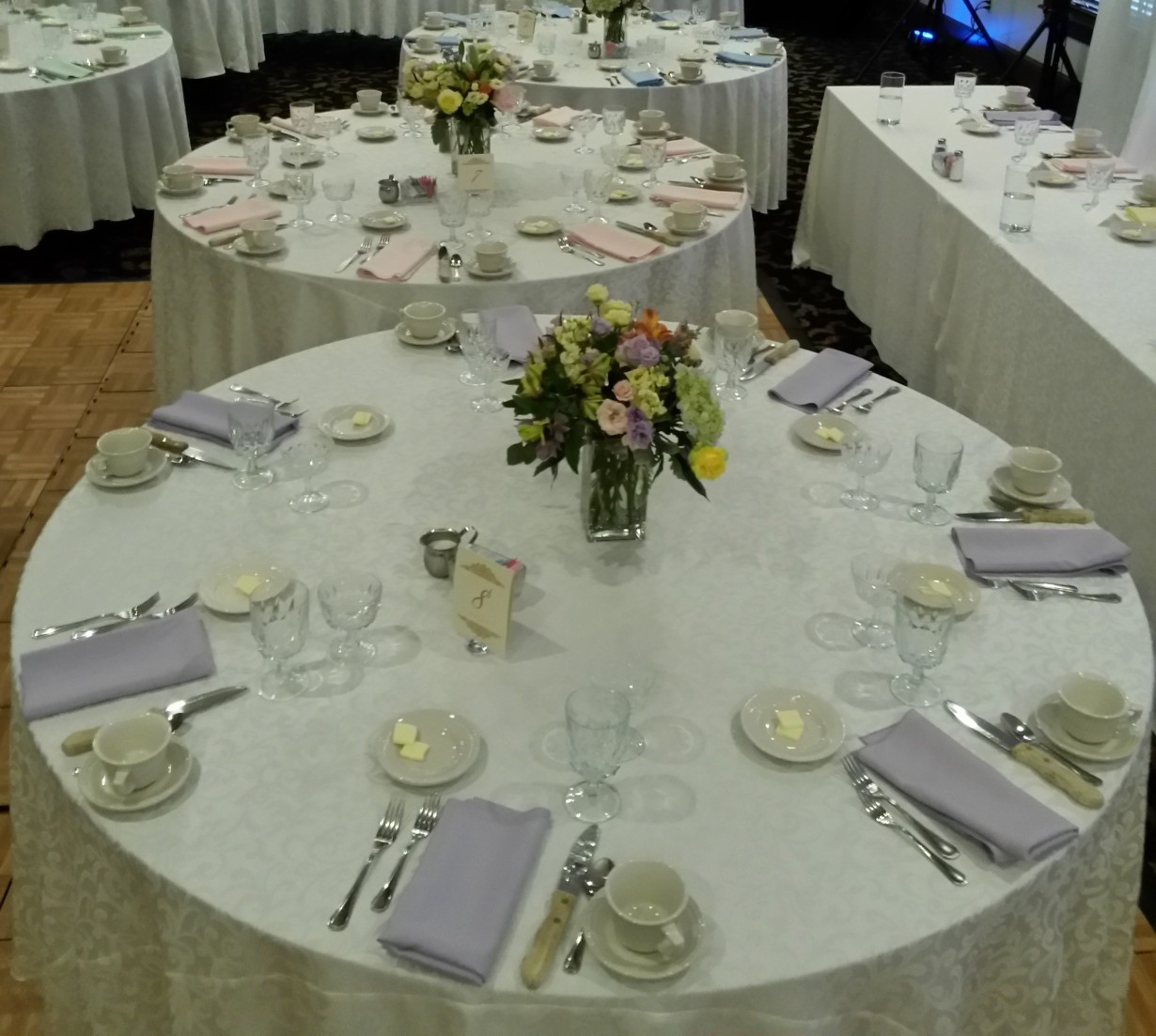 pastel wedding flowers linens decor
