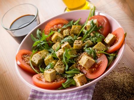20169118 - salad with tofu tomatoes arugula and sesame seeds