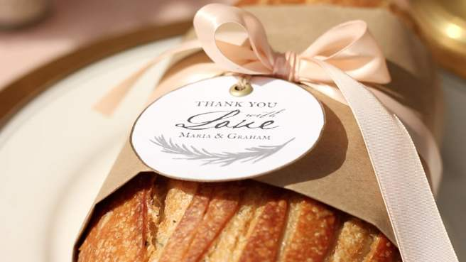 Your wedding guests will love a yummy edible wedding favor to take home at the end (or enjoy during) your wedding reception.